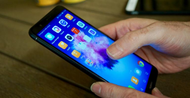 Huawei P smart in hand app tray