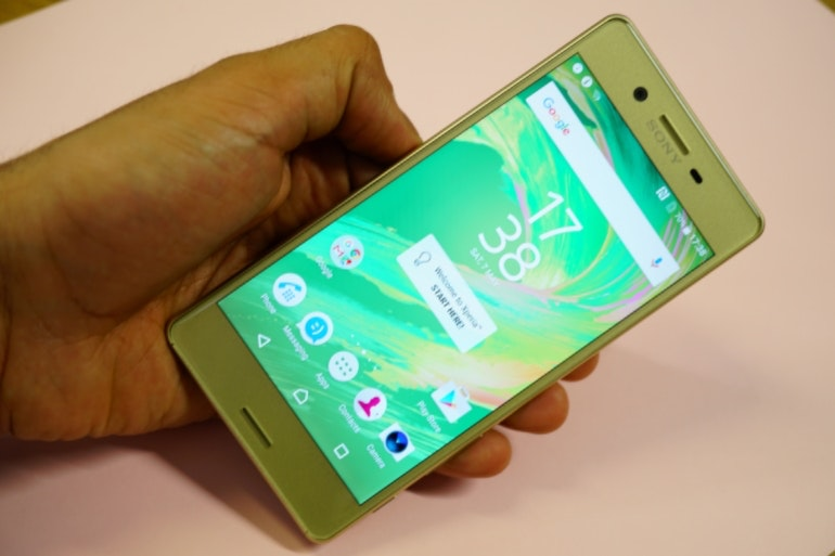 sony xperia x in hand