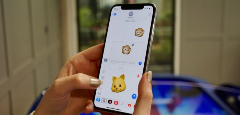 iPhone X animoji hero size
