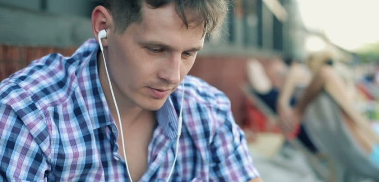 man listening to music smartphone streaming