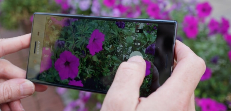 Sony Xperia XZ Premium camera in-action flowers