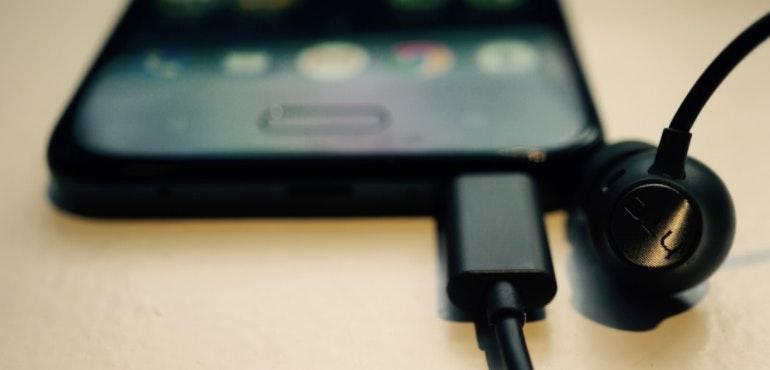 HTC U11 Life uSonic headphones hero size