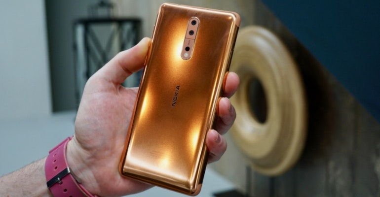 Nokia 8 back in hand
