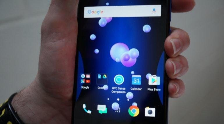 HTC U 11 squeeze close-up