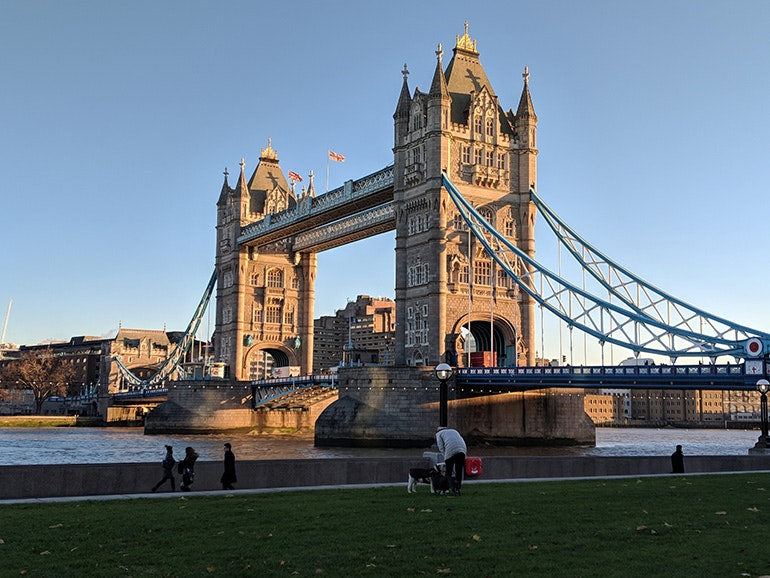 Google-Pixel-2-camera-sample-Tower-Bridge-in-the-morning